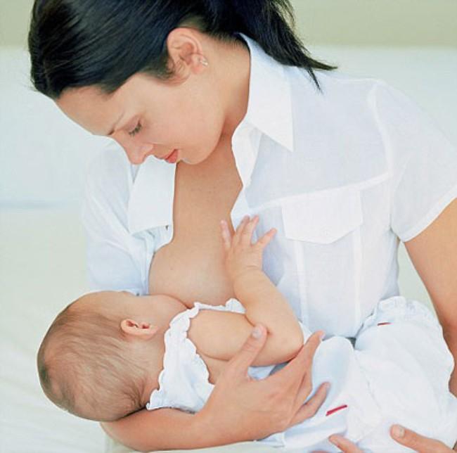 Sữa mẹ có thể đã sản sinh ra các chất ức chế tự nhiên đối với HIV